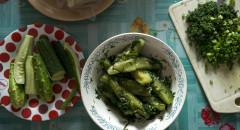 На ужин кроме картошки огурцы, малосольные и свежие, и зелень.
