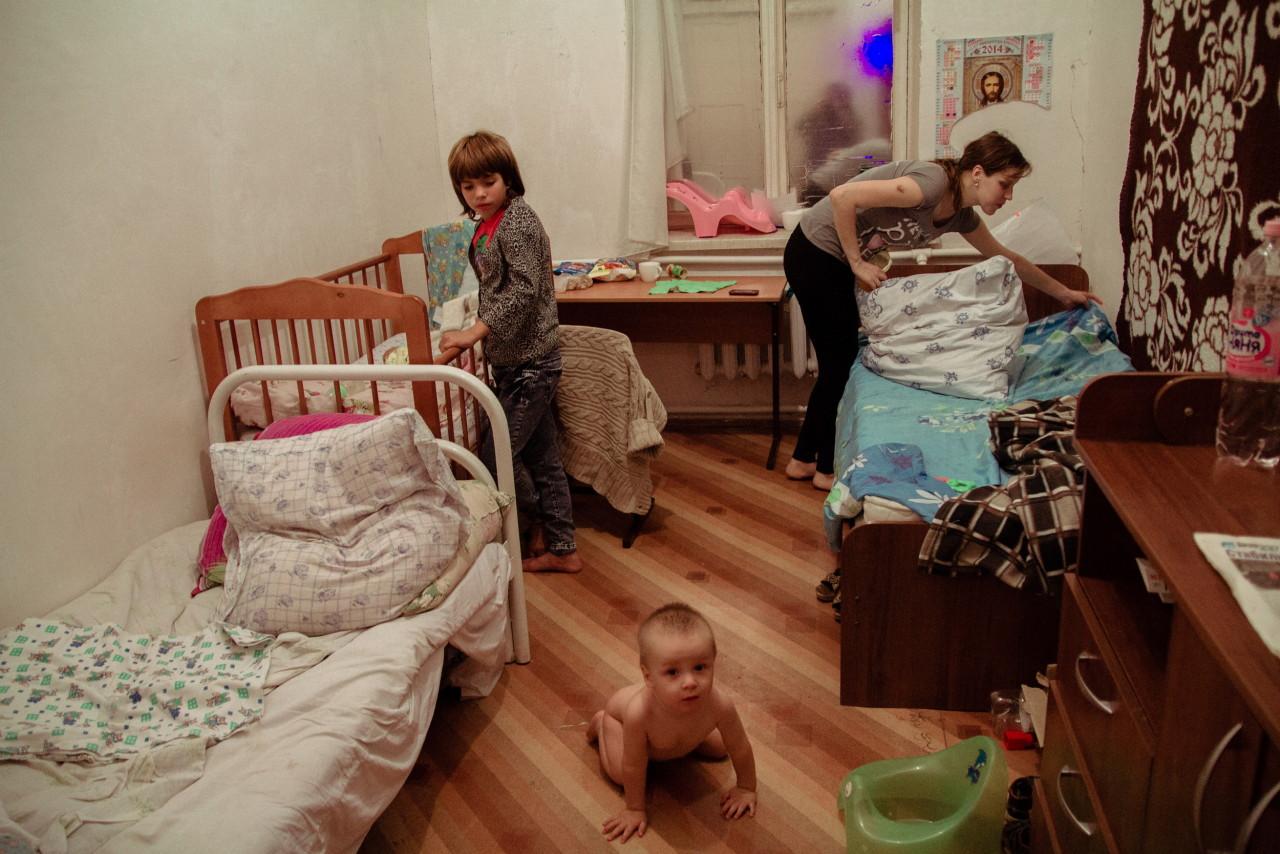 Сын смотрит как подмывается его мать 2 фотография