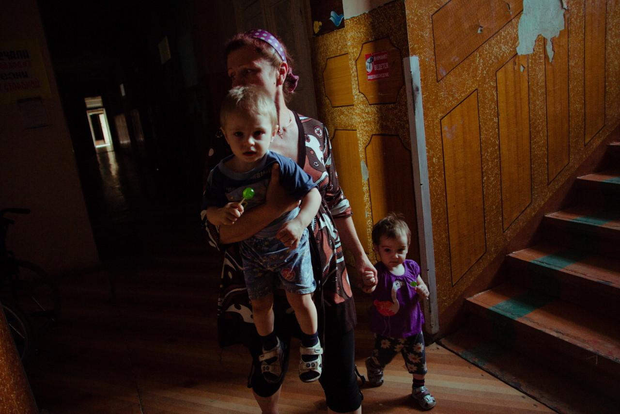 Сын смотрит как подмывается его мать 3 фотография