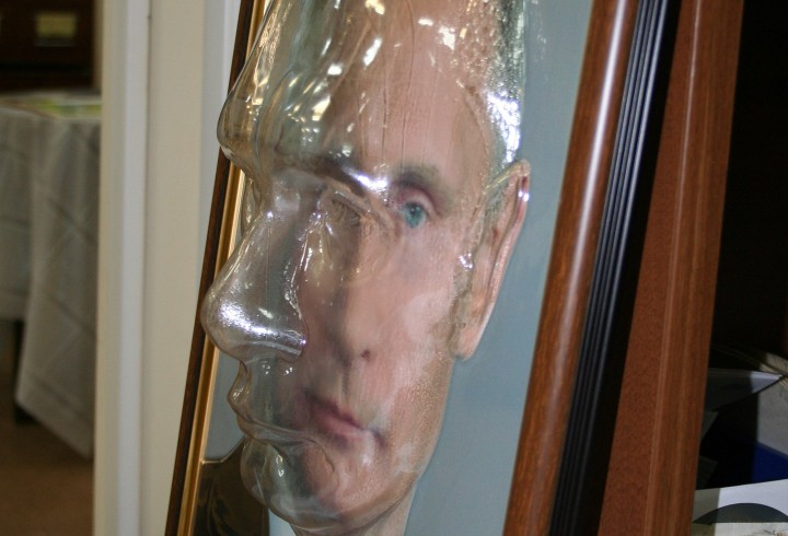 В Красноярске портрет Путина адаптировали для слепых