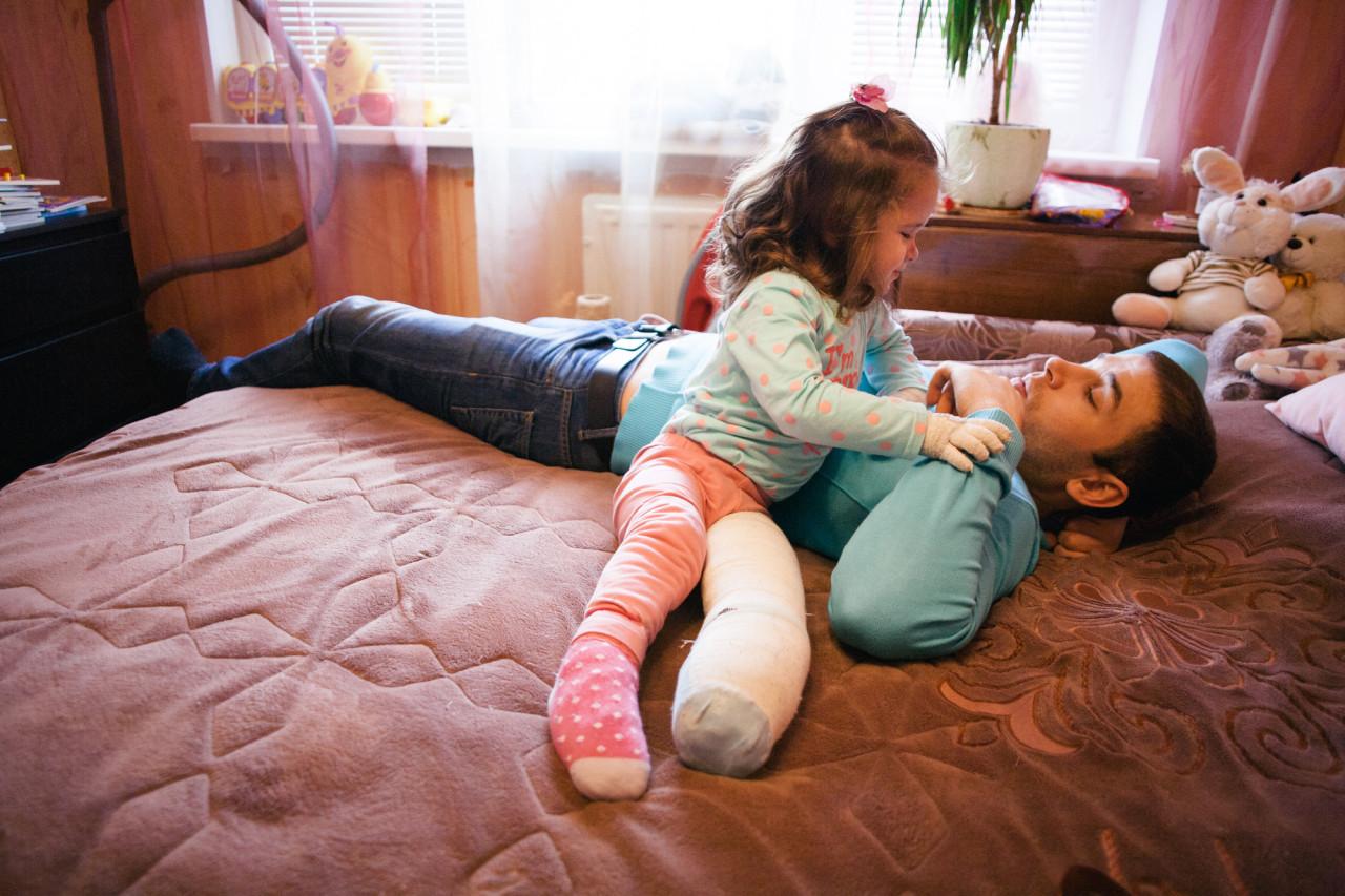 Трахнул старшую дочку, Отец трахнул дочь в красивом видео hd 720 17 фотография