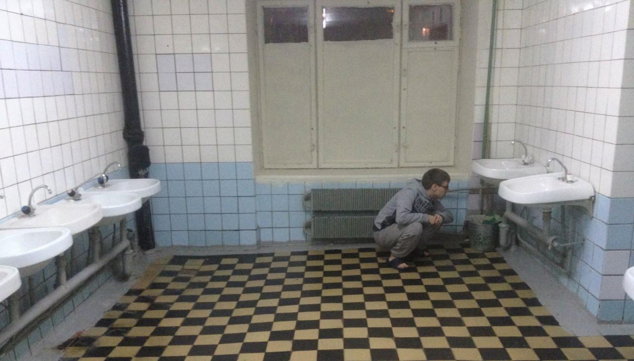 кончает сиськи видео из общественного туалета мгу следы