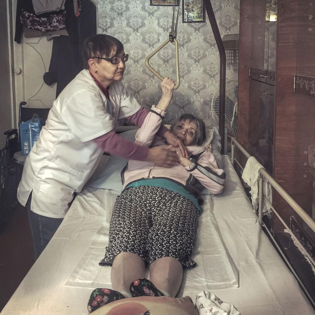 Секс медсестра ходит домой к больному 2 фотография