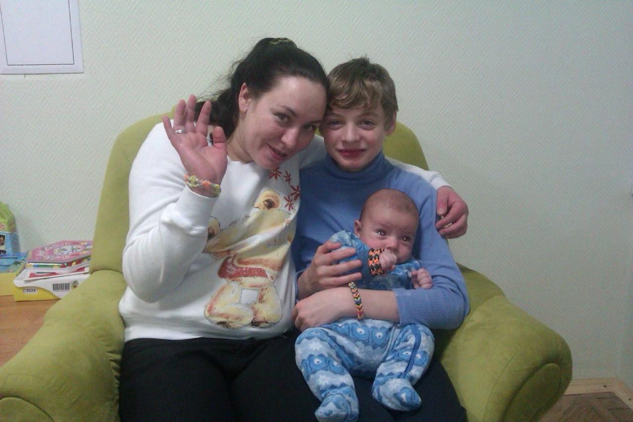 Снято на телефон мама з сыном 16 фотография