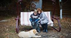 Снежана с сыном Пашей и их собакой