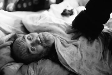 Иван, электрик. После удара током его частично парализовало, Валентина забрала его из больницы в приют.