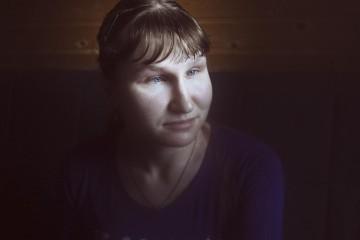 Евгения, волонтер и сотрудник центра, потеряла зрение на первом курсе института, не смотря на это окончила его. Оксана Юшко для Такие Дела. Февраль 2016.