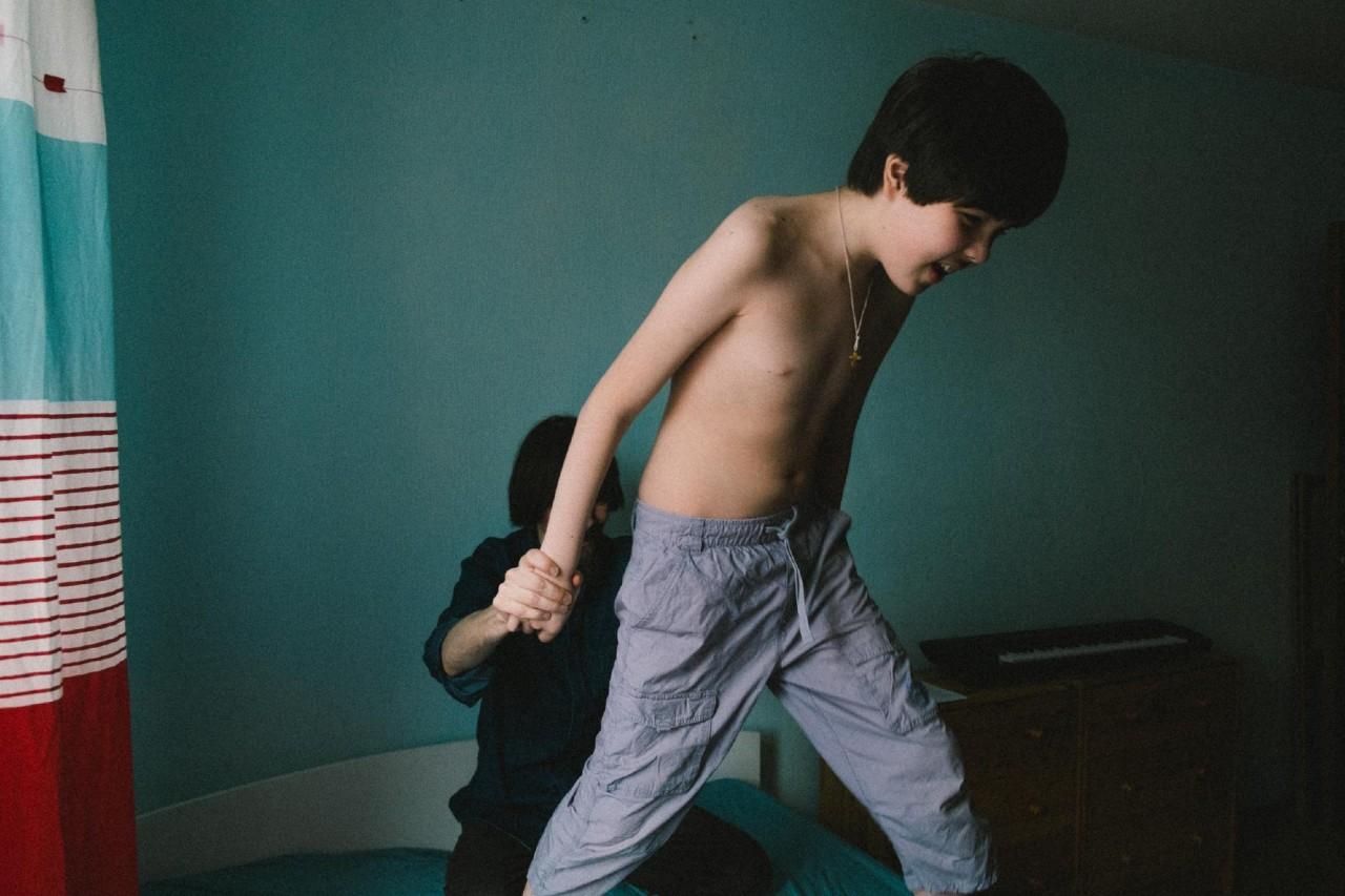 Смотреть бесплатно брата попросили сделать массаж 3 фотография