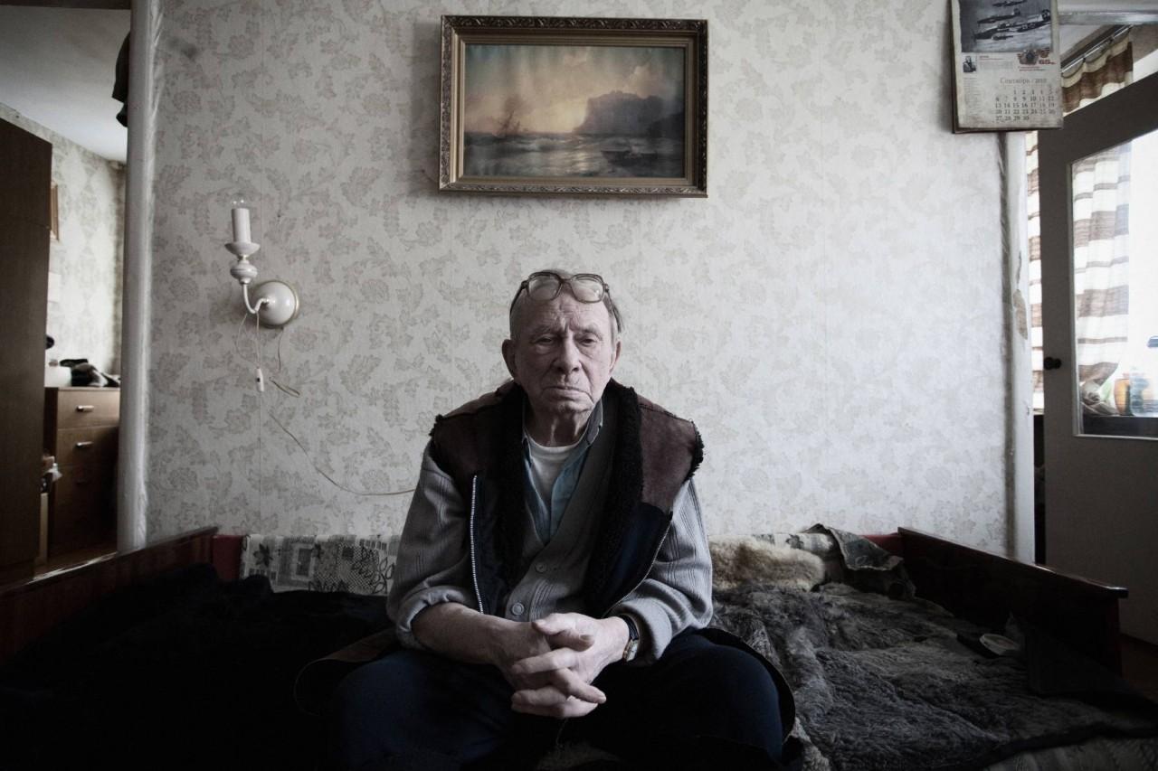 Стари дед купает родного внучку 13 фотография