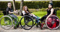 """Костя, Катя и Даша очень подружились в Кинолагере для детей с несовершенным остеогенезом, который организовал БФ """"Хрупкие люди"""" в мае 2016 года"""