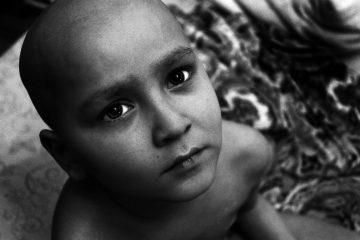 Мовлид родился 25 марта 2008 года. По словам родителей, рос здоровым, веселым и дружелюбным ребенком. Весной 2013-го года, незадолго до дня рождения, у Мовлида заболело ухо. Родители повели его к врачу, ЛОР сказал, что это воспаление, и назначил антибиотики. Однако мальчику становилось все хуже, и ребенка отправили на обследование в Махачкалу. Именно там, в больнице, был поставлен диагноз: острый миелобластный лейкоз.