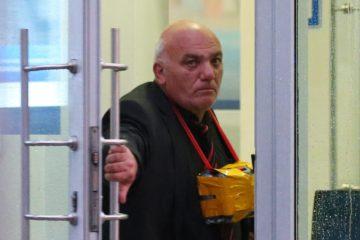 """Предприниматель Арам Петросян, угрожающий устроить взрыв, в отделении """"Ситибанка"""" на Большой Никитской улице"""
