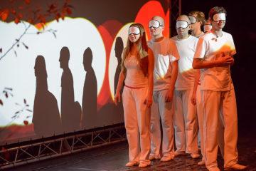 Спектакль «Прикасаемые», Театр Наций