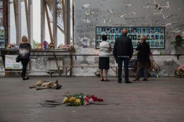 Траурные мероприятия в спортивном зале школы №1, где произошел теракт 1-3 сентября 2004 года.  фото: Диана Хачатрян