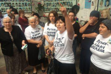 Акция протеста в Беслане. Участницы акции были задержаны. 1 сентября 2016 года  фото: Диана Хачатрян