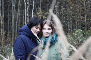 Лиза на прогулке со своей мамой Светланой