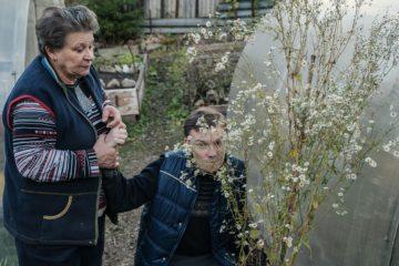 Кирилл с мамой на даче