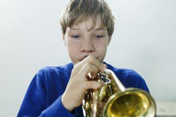 Саша на уроке в музыкальной школе. Сказал, что расстроился не потому что ему не дали поиграть в телефоне, а потому что вспомнил что терминатор умер, и ему стало его жалко