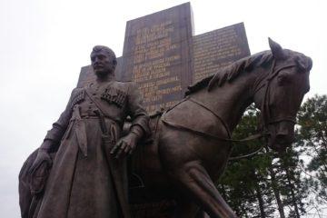 Памятник казакам работы скульптора Зураба Церетели, который установили осенью 2015 года в станице Бриньковская.   фото: Зинаида Бурская