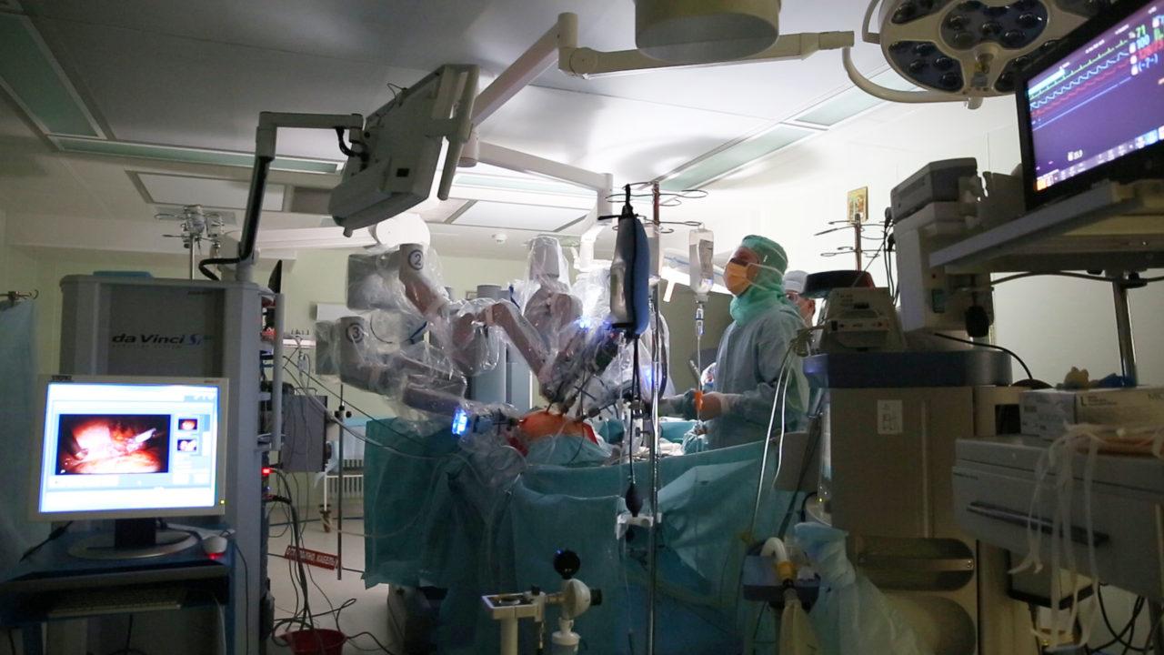 ВНовосибирске робот провел операцию набрюшной аорте
