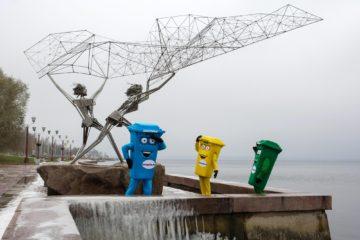 Веселые мусорные бачки Гринпис приехали просвещать жителей Петрозаводска