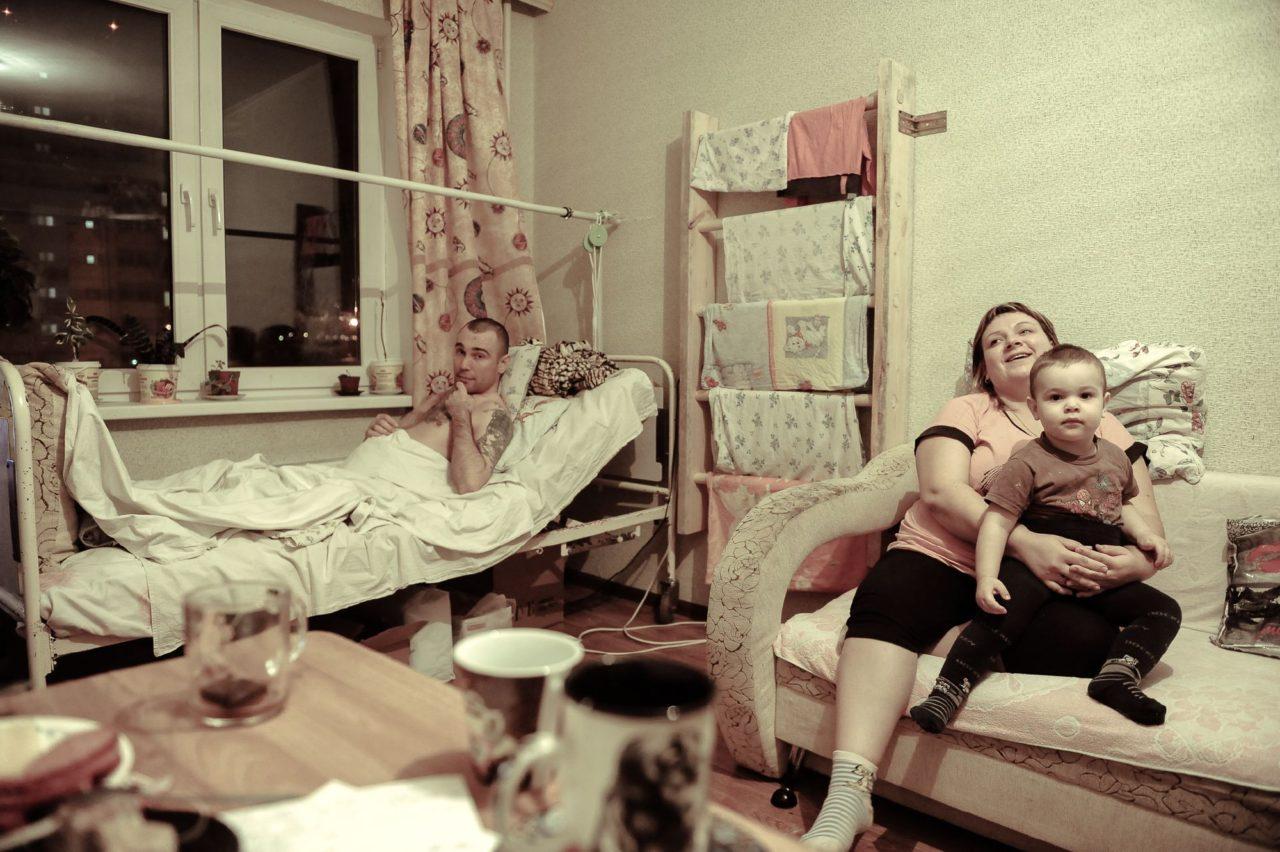 Жена обслуживает друзей домашнее фото 536-71