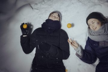 Arina Sachkova and Roksana Ponomarenko at home in Glazok, Tambov region. December, 2016. Photo by Oksana Yushko for Takie Dela.