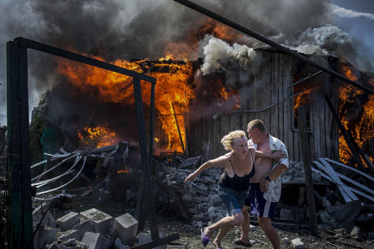 В Мирном убили семью с 5-летним ребенком и подожгли их дом
