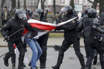 """Несанкционированная акция оппозиции """"День воли"""" в Минске закончилась беспорядками"""