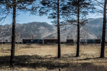 Траннссибирская магистраль в пригороде Улан-Удэ. 8 апреля.