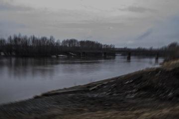 Мост через протоку в Затоне, ведущий в Барнаул. 14 апреля.