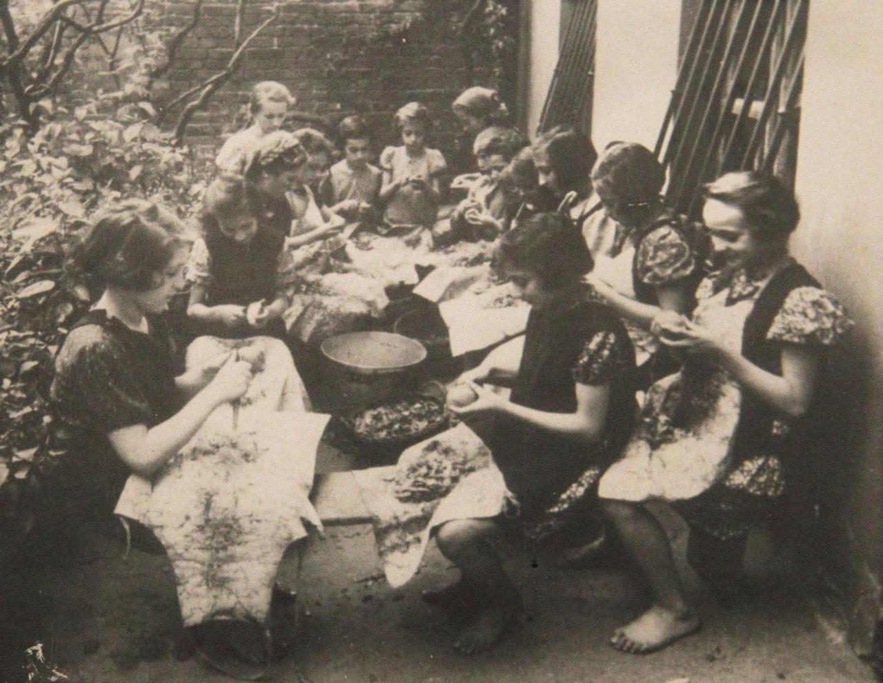 Фото януш корчак с детьми
