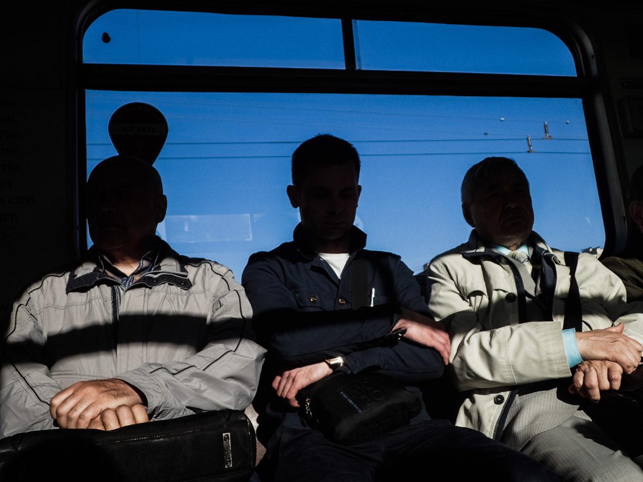 Питерские сексуальные парни в метро трогали член