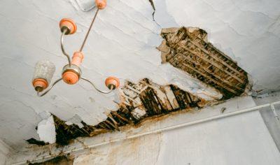 Дом, милый дом: как в Сибири жители годами зимуют в разрушающихся квартирах